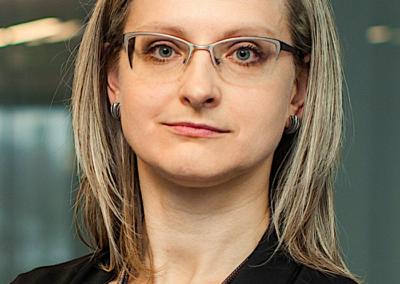 Dr. RAIMONDA ALONDERIENĖ   DEVBRIDGE žmonių ir organizacijos vystymo direktorė, ISM Vadybos ir ekonomikos universiteto profesorė