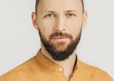 KŠIŠTOF ZMITROVIČ   lektorius, Jaunimo linijos savanoris ir savanorių mokytojas.